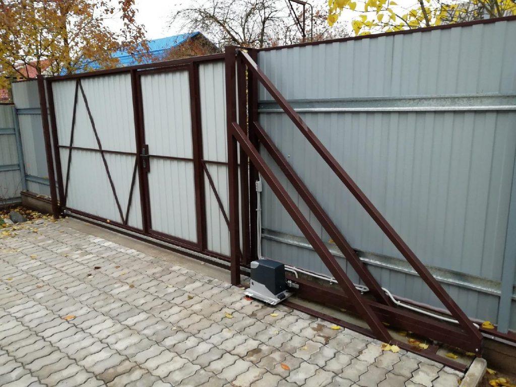 Изображение пример №8 работ откатных ворот с калиткой из профлиста компании «Ворота Юг Монтаж»