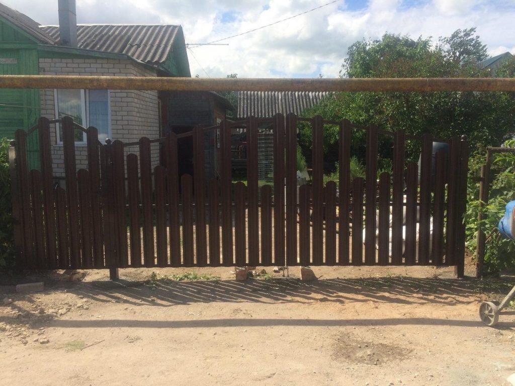 Изображение пример №6 работ распашных ворот из евро-штакетника компании «Ворота Юг Монтаж»