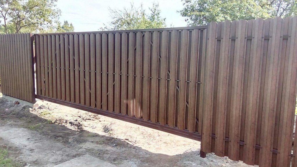 Изображение пример №5 работ откатных ворот из евро-штакетника компании «Ворота Юг Монтаж»