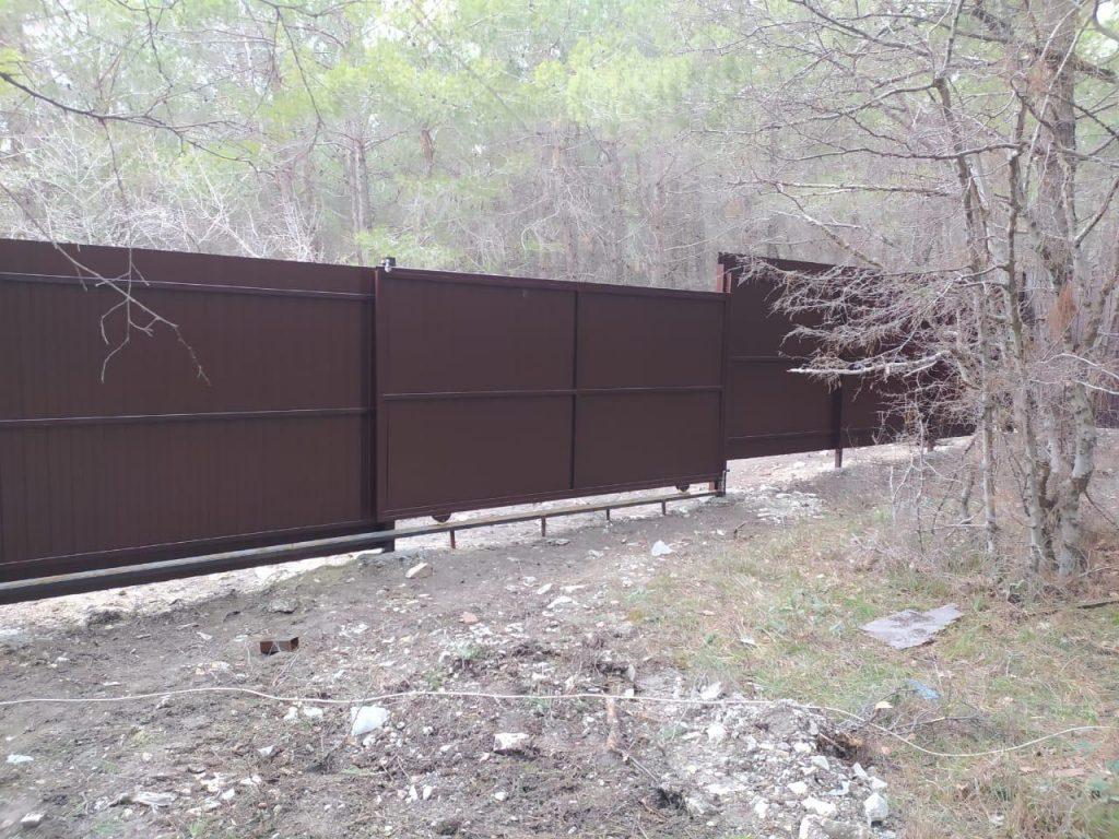 Изображение пример №10 работ откатных ворот из профлиста компании «Ворота Юг Монтаж»